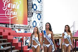 A Garota Verão Gabrielle Martins da Rosa com as princesas Marilinda de Abreu Correa e Francielle Reis durante o desfile do Garota Verão 2015. FOTO: Emmanuel Denaui/ Agência Preview
