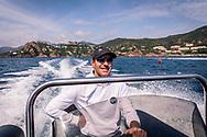 03-06-2018 Cote d'Azur: CHAUFFEUR VAN BLACK TENDERS NAAR LÉRINS ISLANDS
