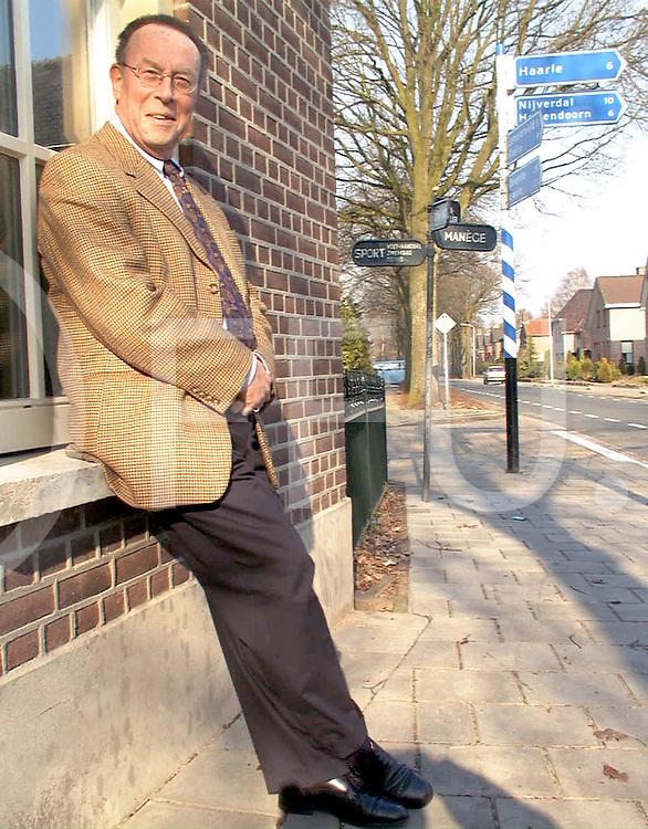 Fotografie Frank Uijlenbroek©2000/Frank Brinkman.000223 luttenberg ned.dhr a vibis voorzitter van kleine stads kernen in overijssel