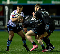 Jarrod Evans of Cardiff Blues under pressure from Nick Grigg of Glasgow Warriors<br /> <br /> Photographer Simon King/Replay Images<br /> <br /> Guinness PRO14 Round 15 - Cardiff Blues v Glasgow Warriors - Saturday 16th February 2019 - Cardiff Arms Park - Cardiff<br /> <br /> World Copyright © Replay Images . All rights reserved. info@replayimages.co.uk - http://replayimages.co.uk