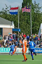 18-06-2011 HOCKEY: NEDERLAND - MALEISIE: UTRECHT<br /> Publiek support met vlaggen van Nederland en Maleisie illustratief<br /> ©2011-FotoHoogendoorn.nl / Peter Schalk