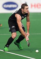 NEW DELHI - Phil Burrows van Nieuw Zeeland tijdens de derde poulewedstrijd in de finaleronde van de Hockey World League tussen de mannen van Nieuw-Zeeland en Engeland.  ANP KOEN SUYK