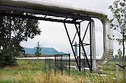 Nederland, Hengelo 16-7-2012Twee Kilometer lange stoompijp van afvalverwerker twence naar akzo nobel Nederland, Via die pijp levert de afvalverwerkingscentrale Twence afvalwarmte aan AkzoNobel. Het ministerie van EZ heeft 1,5 miljoen euro bijgedragen aan de realisatie.Foto: Flip Franssen/Hollandse Hoogte