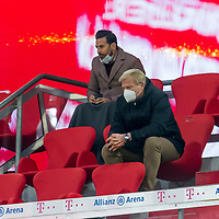 21.11.2020, Allianz Arena, Muenchen, GER,  FC Bayern Muenchen SV Werder Bremen <br /> <br /> <br />  im Bild Claudio Pizarro hinter Oliver Kahn (Vorstand FCB) <br /> <br /> <br /> <br /> Foto © nordphoto / Straubmeier / Pool/ <br /> <br /> DFL regulations prohibit any use of photographs as image sequences and / or quasi-video.