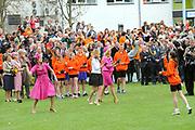 Koninginnedag 2008 / Queensday 2008. <br /> <br /> Koningin Beatrix viert Koninginnedag dit jaar in Friesland. De vorstin en haar familie bezochten op 30 april Makkum en Franeker.<br /> <br /> Queen Beatrix celebrates Queensday this year in Friesland (the Nothren provice in Holland). The Queen and its family visited Makkum and Franeker on 30 April.<br /> <br /> Op de foto/ On the Photo: The Dutch Princes  playing a local Game / De Prinsessen spelen Kaatsen