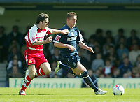 Photo: Chris Ratcliffe.<br />Southend United v Doncaster Rovers. Coca Cola League 1. 22/04/2006.<br />Freddie Eastwood (R) of Southend attacks.