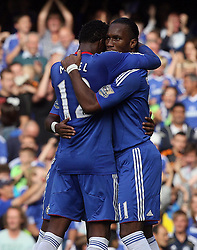 28.08.2010, Stamford Bridge, London, ENG, PL, FC Chelsea vs Stoke City, im Bild Didier Drogba of Chelsea  celebrates  his goal (2-0)   with Salomon Kalou of Chelsea. EXPA Pictures © 2010, PhotoCredit: EXPA/ IPS/ Marcello Pozzetti +++++ ATTENTION - OUT OF ENGLAND/UK +++++ / SPORTIDA PHOTO AGENCY