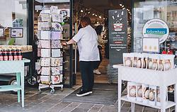 14.04.2020, Zell am See, AUT, Coronavirus in Österreich, im Bild Geschäftseingang nach der Quarantäne während der Coronavirus Pandemie // Shop Entrance after the quarantine period during the World Wide Coronavirus Pandemic in Zell am See, Austria on 2020/04/14. EXPA Pictures © 2020, PhotoCredit: EXPA/ JFK