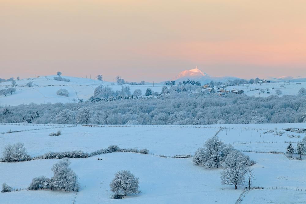sun rise winter scenery with Puy de Dôme