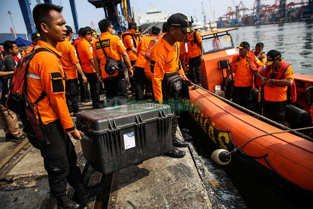 November 1, 2018 - Tanjung Priok, Jakarta, Indonesia - A rescue team prepare for recover Lion Air flight JT610 crash during rescue operations at the Tanjung Priok port at Tanjung Priok Harbour, Jakarta, Indonesia, on Thursday, November 1, 2018. Rescuers have recovered human remains and personal items in the wreckage, with all 189 passengers and crew feared dead, the plane crashed into the sea just minutes after taking off from Indonesia's capital. (Credit Image: © Andrew Lotulung/NurPhoto via ZUMA Press)