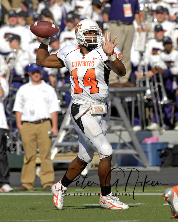 Oklahoma State quarterback Bobby Reid gets ready to throw down field against Kansas State at Bill Snyder Family Stadium in Manhattan, Kansas, October 7, 2006.  The Wildcats beat the Cowboys 31-27.<br />
