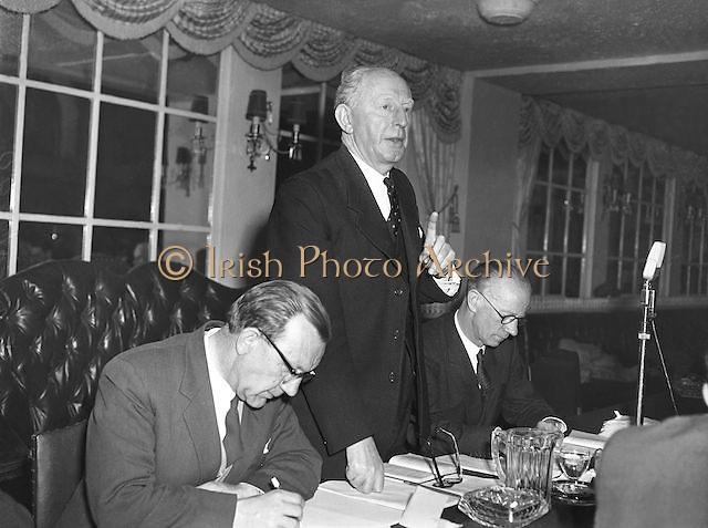 Padraig O'Caoimh, General Secretary GAA. Sean O'Siochain on left. 17.4.1960.  17th April 1960
