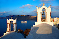 Oia, ( Ia )  Santorini - Byzantine Orthodax churches, - Greek Cyclades islands - Photos, pictures and images .<br /> <br /> If you prefer to buy from our ALAMY PHOTO LIBRARY  Collection visit : https://www.alamy.com/portfolio/paul-williams-funkystock/santorini-greece.html<br /> <br /> Visit our PHOTO COLLECTIONS OF GREECE for more photos to download or buy as wall art prints https://funkystock.photoshelter.com/gallery-collection/Pictures-Images-of-Greece-Photos-of-Greek-Historic-Landmark-Sites/C0000w6e8OkknEb8