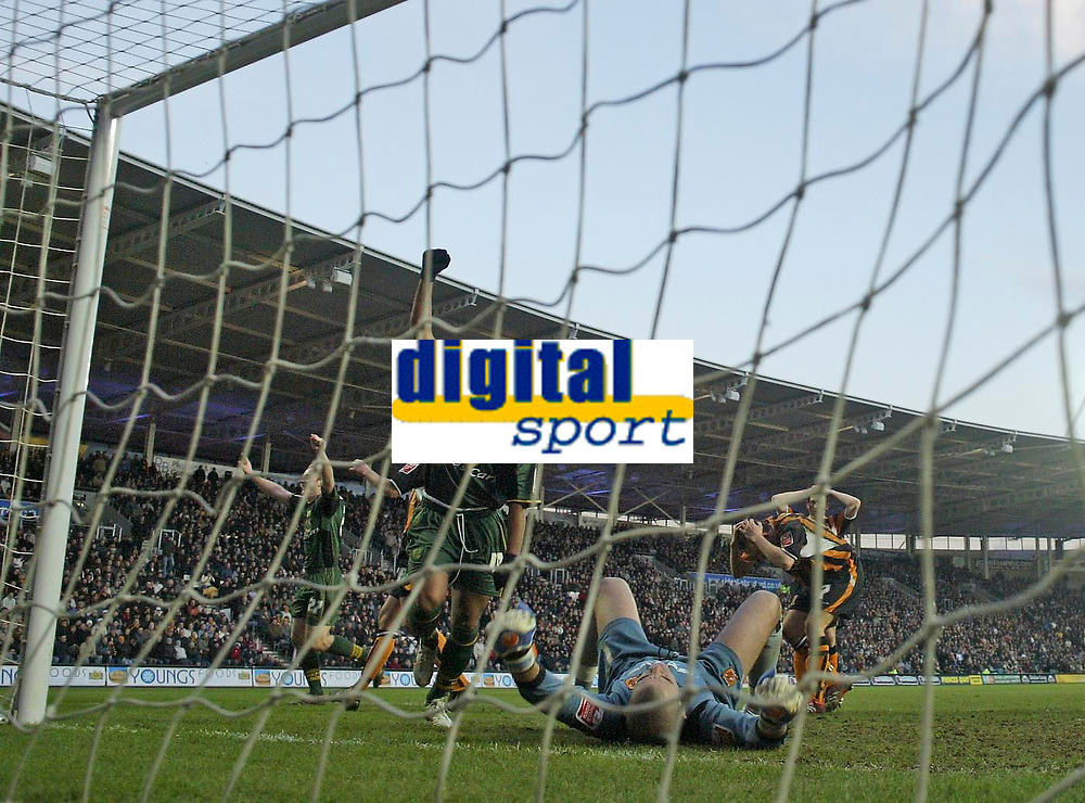 Photo: Andrew Unwin.<br />Hull v Norwich City. Coca Cola Championship. 11/02/2006.<br />Norwich's Robert Earnshaw (C) celebrates as his team-mate, Gary Doherty (L), scores a late equaliser.