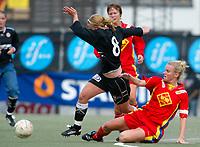 Fotball NM semifinale kvinner. Røa - Arna Bjørnar 1-3. Eli Anne Skartun, Arna Bjørnar lurer Kristine Rand Edner, Røa<br /> <br /> Foto: Andreas Fadum, Digitalsport