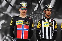 Sykkel<br /> Artic Race 2015<br /> Foto: imago/Digitalsport<br /> NORWAY ONLY<br /> <br /> Teamkapitaen Edvald BOASSON HAGEN ( NOR / MTN Qhubeka p/b Sasmung ) mit Trainee Jayde JULIUS ( SAF RSA / MTN Qhubeka p/b Samsung ) bei der Teamvorstellung in Harstad - Teampraesentation - Fahrervorstellung - Querformat - quer - horizontal - Event / Veranstaltung: 3. Arctic Race of Norway 2015 - Stage 1 / 1.Etappe: Harstad nach Harstad 210.0 km - Location / Ort: Harstad - Troms - Norway - Norwegen - Europe - Europa - Date / Datum: 13.08.2015