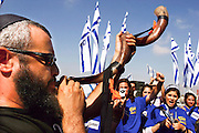 Israel, Ben-Gurion Airport, Yishai Fleisher (Israeli aliyah activist and radio personality) blows the shofar to greet new immigrants from USA Arriving in Israel