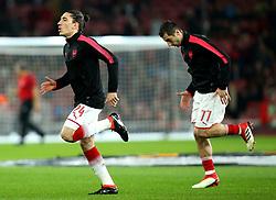 Hector Bellerin of Arsenal and Henrikh Mkhitaryan of Arsenal - Mandatory by-line: Robbie Stephenson/JMP - 15/03/2018 - FOOTBALL - Emirates Stadium - London, England - Arsenal v AC Milan - UEFA Europa League Round of 16, Second leg