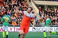 AMSTELVEEN - Mirco Pruyser (Ned) scoort 3-0     tijdens  de tweede  Olympische kwalificatiewedstrijd hockey mannen ,  Nederland-Pakistan (6-1). Oranje plaatst zich voor de Olympische Spelen 2020.   COPYRIGHT KOEN SUYK