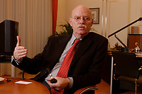15 JAN 2003, BERLIN/GERMANY:<br /> Peter Struck, SPD, Bundesverteidigungsminister, waehrend einem Interview, in seinem Buero, Bundesministerium der Verteidigung<br /> Peter Struck, Federal Minister of Defense, during an interview, in his office<br /> IMAGE: 20030115-04-028