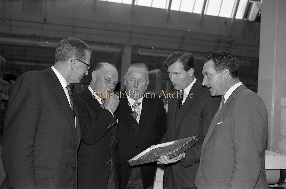 17/04/1963<br /> 04/17/1963<br /> 17 April 1963<br /> Lord Mayor of Birmingham visits Fry-Cadbury factory, Colock, Malahide Road, Dublin. Image shows the Lord Mayor of Birmingham, Ernest Horton sampling a Milk Tray during his tour of Cadburys. Included (l-r): Arthur Lyle, Joint Managing Director, Lord Mayor of Dublin, J.J. O'Keeffe and Joint Managing Directors Raymond Sellers and Richard Godsil.