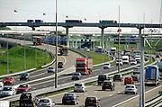 Nederland, Rotterdam, 7-5-2008..Verkeersdrukte op de snelwegen aan de zuidkant van Rotterdam...Foro: Flip Franssen/Hollandse Hoogte