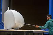 Met een microfoon wordt de luchtstroom van de fiets gecontroleerd. In Delft wordt de VeloX 7 in de windtunnel getest. In september wil het Human Power Team Delft en Amsterdam, dat bestaat uit studenten van de TU Delft en de VU Amsterdam, tijdens de World Human Powered Speed Challenge in Nevada een poging doen het wereldrecord snelfietsen voor vrouwen te verbreken met de VeloX 7, een gestroomlijnde ligfiets. Het record is met 121,44 km/h sinds 2009 in handen van de Francaise Barbara Buatois. De Canadees Todd Reichert is de snelste man met 144,17 km/h sinds 2016.<br /> <br /> The VeloX 7 is being tested in the wind tunnel in Delft. With the VeloX 7, a special recumbent bike, the Human Power Team Delft and Amsterdam, consisting of students of the TU Delft and the VU Amsterdam, also wants to set a new woman's world record cycling in September at the World Human Powered Speed Challenge in Nevada. The current speed record is 121,44 km/h, set in 2009 by Barbara Buatois. The fastest man is Todd Reichert with 144,17 km/h.