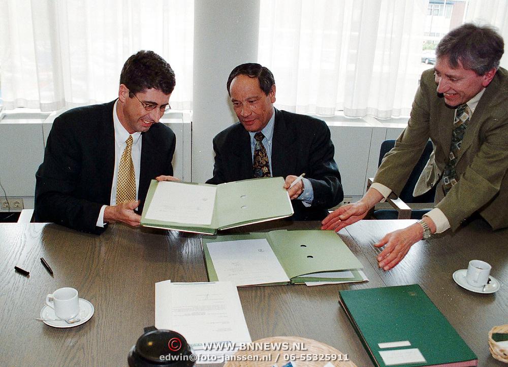Ondertekening contract Bestevear tussen de gemeente en Verwelius