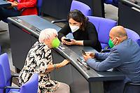 DEU, Deutschland, Germany, Berlin, 25.08.2021: Claudia Roth, Annalena Baerbock und Omid Nouripour (Die Grünen) während der Debatte zum Bundeswehreinsatz zur Evakuierung aus Afghanistan in der Plenarsitzung im Deutschen Bundestag.
