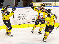 21.03.2017, Eiswelle, Bozen, ITA, EBEL, HCB Suedtirol Alperia vs UPC Vienna Capitals, Playoff, Halbfinale, 4. Spiel, im Bild jubel bei den Vieanna Capitals nach dem 1:4 durch Kelsey Tessier (Vienna Capitals) // during the Erste Bank Icehockey League, playoff semifinal 4th match between HCB Suedtirol Alperia and UPC Vienna Capitals at the Eiswelle in Bozen, Italy on 2017/03/21. EXPA Pictures © 2017, PhotoCredit: EXPA/ Johann Groder