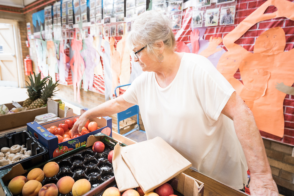 22 September 2016, Gorbals, Glasgow, Scotland: Mary Malone sells fruit for non-profit, here at the Bridging the Gap project, an initiative to offer free lunch and a meeting place for those in need, in the area of Gorbals, Glasgow. She has been selling fruit at low prices to support those in need for some 15 years.