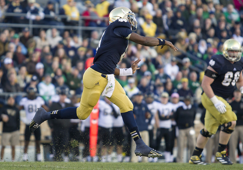 November 17, 2012:  Notre Dame quarterback Everett Golson (5) passes the ball during NCAA Football game action between the Notre Dame Fighting Irish and the Wake Forest Demon Deacons at Notre Dame Stadium in South Bend, Indiana.  Notre Dame defeated Wake Forest 38-0.