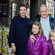 NLD/Amsterdam/20101003 - Premiere De Verschrikkelijke Ikke en de rest kan stikken, Marjolein Keuning en partner Henk Poort met dochters Lana en Suze