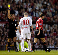 Fotball<br /> England 2005/2006<br /> Foto: SBI/Digitalsport<br /> NORWAY ONLY<br /> <br /> Manchester United v Debrecen VSC. UEFA Champions League Qualifier.<br /> 09/08/2005.<br /> <br /> Manchester United's Roy Keane (R) is shown the yellow card as manager Sir Alex Ferguson admits a row with his captain in the match programme.