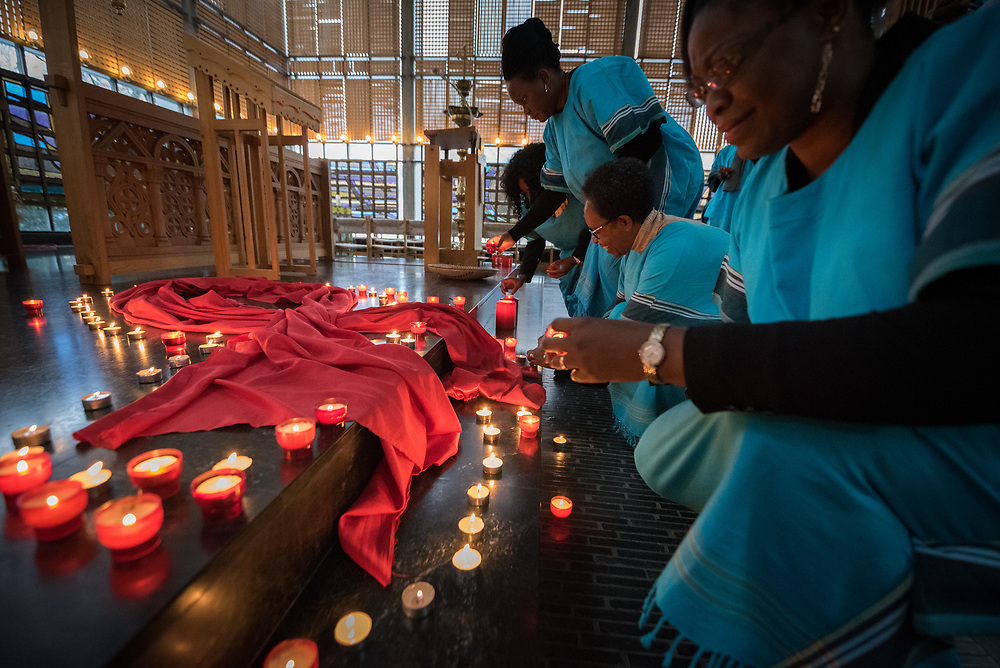 1 December 2017, Geneva, Switzerland: On World AIDS Day 2017, the World Council of Churches – Ecumenical Advocacy Alliance (WCC-EAA) brought together representatives of faith-based organizations as well as public sector and inter-governmental organizations at the Ecumenical Centre in Geneva on 1 December. The event saw a commemorative prayer service, an interactive art exhibition, and a round table discussion on how to improve access to testing and treatment for children and adolescents living with HIV, particularly by means of education. During the morning prayers, participants lit candles of hope, for those who live with HIV today, and in memory of those who have been lost to the disease.
