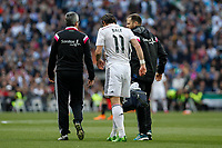 Real Madrid´s Gareth Bale retires from the field after getting injured during La Liga match between Real Madrid and Malaga at Santiago Bernabeu stadium in Madrid, Spain. April 18, 2015. (ALTERPHOTOS/Victor Blanco)