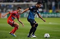 FOOTBALL - UEFA CHAMPIONS LEAGUE 2011/2012 - GROUP STAGE - GROUP F - OLYMPIQUE MARSEILLE v ARSENAL - 19/10/2011 - PHOTO PHILIPPE LAURENSON / DPPI - CESAR AZPILICUETA (OM) / ANDRE SANTOS (ARS)