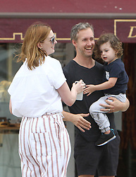 EXCLUSIVE: Anne Hathaway and Adam Shulman with their son have fun with soap bubbles in Venice ***SPECIAL INSTRUCTIONS*** Please pixelate children's faces before publication.***. 01 Sep 2018 Pictured: Anne Hathaway and Adam Shulman. Photo credit: AMA / MEGA TheMegaAgency.com +1 888 505 6342