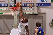 DESCRIZIONE : Siena Lega Basket A 2011-12  Montepaschi Siena Fabi Shoes Montegranaro<br /> GIOCATORE : Bo Mc Calebb<br /> CATEGORIA : schiacciata<br /> SQUADRA : Montepaschi Siena<br /> EVENTO : Campionato Lega A 2011-2012 <br /> GARA : Montepaschi Siena Fabi Shoes Montegranaro<br /> DATA : 15/01/2012<br /> SPORT : Pallacanestro  <br /> AUTORE : Agenzia Ciamillo-Castoria/ GiulioCiamillo<br /> Galleria : Lega Basket A 2011-2012  <br /> Fotonotizia : Siena Lega Basket A 2011-12 Montepaschi Siena Fabi Shoes Montegranaro<br /> Predefinita :