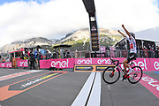 Foto Massimo Paolone/LaPresse <br /> 22 ottobre 2020 Italia<br /> Sport Ciclismo<br /> Giro d'Italia 2020 - edizione 103 - Tappa 18 - Da Pinzolo a Laghi di Cancano (Parco Nazionale Stelvio) (km 207)<br /> Nella foto: Jai HINDLEY TEAM SUNWEB vincitore di tappa<br /> <br /> Photo Massimo Paolone/LaPresse<br /> October 22, 2020  Italy  <br /> Sport Cycling<br /> Giro d'Italia 2020 - 103th edition - Stage 18 - From Pinzolo to Laghi di Cancano (Parco Nazionale Stelvio)<br /> In the pic: Jai HINDLEY TEAM SUNWEB winner of the stage