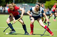 HUIZEN - Grace Huberts (Huizen) met Mauri Kleinschiphorst (Nijm.) bij de eerste play off wedstrijd voor promotie naar de hoofdklasse , Huizen-Nijmegen (3-2) COPYRIGHT KOEN SUYK