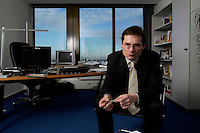 10 JAN 2005, BERLIN/GERMANY:<br /> Roger Koeppel, Chefredakteur der Tageszeitung Die Welt, waehrend einem Interview, in seinem Buero, Axel-Springer-Haus<br /> IMAGE: 20050110-02-061<br /> KEYWORDS: Roger Köppel