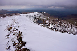 © Licensed to London News Pictures 12/2/16 Brecon Beacons, Wales, UK. Snow lies on the highest peaks but it makes for good walking, . . Photo credit : Ian Homer/LNP