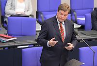 DEU, Deutschland, Germany, Berlin, 05.05.2021: Enak Ferlemann (CDU), Parlamentarischer Staatssekretär im Bundesverkehrsministerium, während der Fragestunde in der Plenarsitzung im Deutschen Bundestag.
