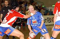 Håndball kvinner Gildeserien 02.02.05,  Byåsen - Tertnes 30 - 17, Elise Huseklepp mog Trine Haltvik                          <br /> <br /> Foto: Carl-Erik Eriksson, Digitalsport