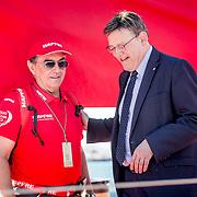 © Maria Muina I MAPFRE. El presidente de la de la generalitat Ximo Puig Ferrer con el director del MAPFRE, Pedro Campos en el puerto de Alicante.