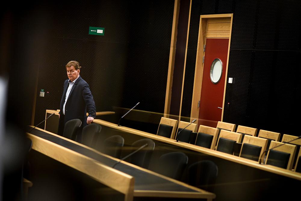 """""""Soupçons"""" est une série d'investigation de six épisodes de 40 minutes. Elle retrace la chute de Bernard Wesphael, cet ex-député belge accusé de l'assassinat de son épouse Véronique Pirotton dans une chambre d'hôtel à Ostende.<br /> Realisateur : Alain Brunard<br /> Client : NETFLIX"""