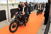 Premiere nieuwe cast Soldaat van Oranje<br /> Caption op het voormalige vliegveld Valkenburg in Katwijk. De musical blijft hier nog tot en met januari 2012 te zien in de TheaterHangaar. <br /> <br /> Op de foto:<br /> <br />  DEe oude castleden Matteo van der Grijn (L) en Tijn Docter (R) op oude motoren