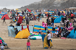 © Licensed to London News Pictures. 25/05/2019. Perranporth, UK. Large numbers of people visit Perranporth beach in Cornwall during warm weather on the Bank Holiday weekend. Photo credit : Tom Nicholson/LNP
