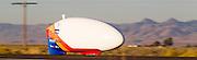 Jan rijdt in de ochtend van de vijfde racedag. Het Human Power Team Delft en Amsterdam (HPT), dat bestaat uit studenten van de TU Delft en de VU Amsterdam, is in Amerika om te proberen het record snelfietsen te verbreken. In Battle Mountain (Nevada) wordt ieder jaar de World Human Powered Speed Challenge gehouden. Tijdens deze wedstrijd wordt geprobeerd zo hard mogelijk te fietsen op pure menskracht. Het huidige record staat sinds 2015 op naam van de Canadees Todd Reichert die 139,45 km/h reed. De deelnemers bestaan zowel uit teams van universiteiten als uit hobbyisten. Met de gestroomlijnde fietsen willen ze laten zien wat mogelijk is met menskracht. De speciale ligfietsen kunnen gezien worden als de Formule 1 van het fietsen. De kennis die wordt opgedaan wordt ook gebruikt om duurzaam vervoer verder te ontwikkelen.<br /> <br /> The Human Power Team Delft and Amsterdam, a team by students of the TU Delft and the VU Amsterdam, is in America to set a new world record speed cycling.In Battle Mountain (Nevada) each year the World Human Powered Speed ??Challenge is held. During this race they try to ride on pure manpower as hard as possible. Since 2015 the Canadian Todd Reichert is record holder with a speed of 136,45 km/h. The participants consist of both teams from universities and from hobbyists. With the sleek bikes they want to show what is possible with human power. The special recumbent bicycles can be seen as the Formula 1 of the bicycle. The knowledge gained is also used to develop sustainable transport.